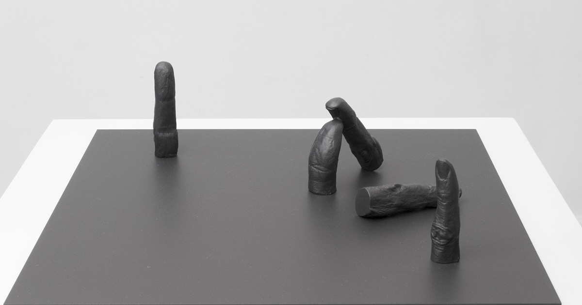 Rick Buckley, Fingers & dumb thumb #2, 2015. Bronze, 32 x 32cm.