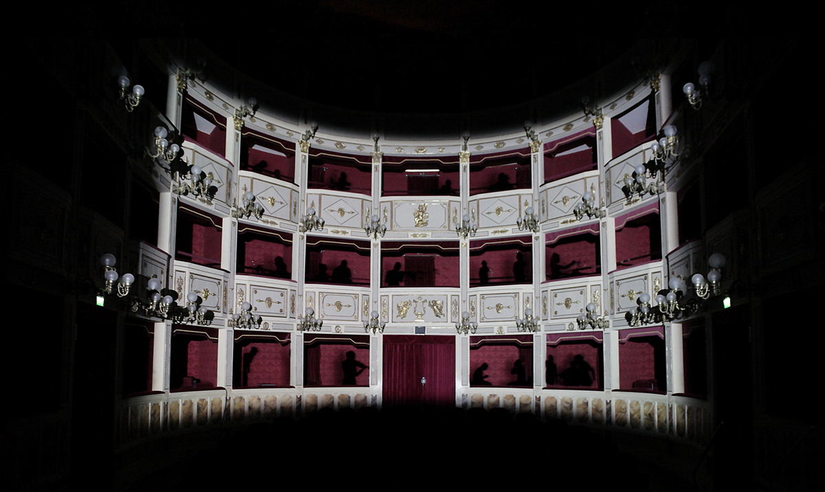 Elisa Laraia, Private Conversation, Contemporary Theater, Teatro Stabile. 2011 Festival Cento Scale, Potenza.