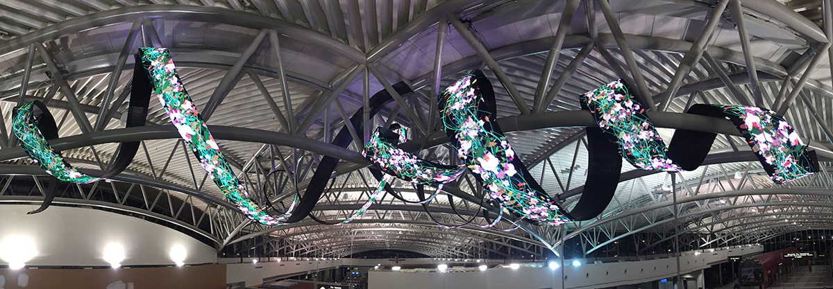 Daniel Canogar, Tendril, 2017, Flexible LED Screens, Metal Structure, Computer, Generative Video Animation, Permanent Public Art Installation In Tampa International Airport, Tampa. Photo By Sofía Montenegro.