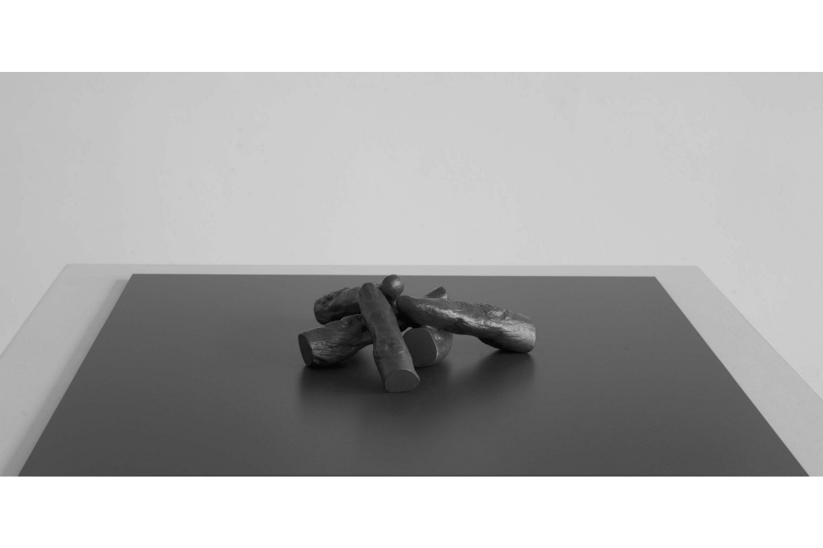 Rick Buckley, Fingers & dumb thumb, 2015, Bronze, 32 x 32 cm, Industry & Idleness #3. Photo by Rick Buckley. Courtesy of Rick Buckley.