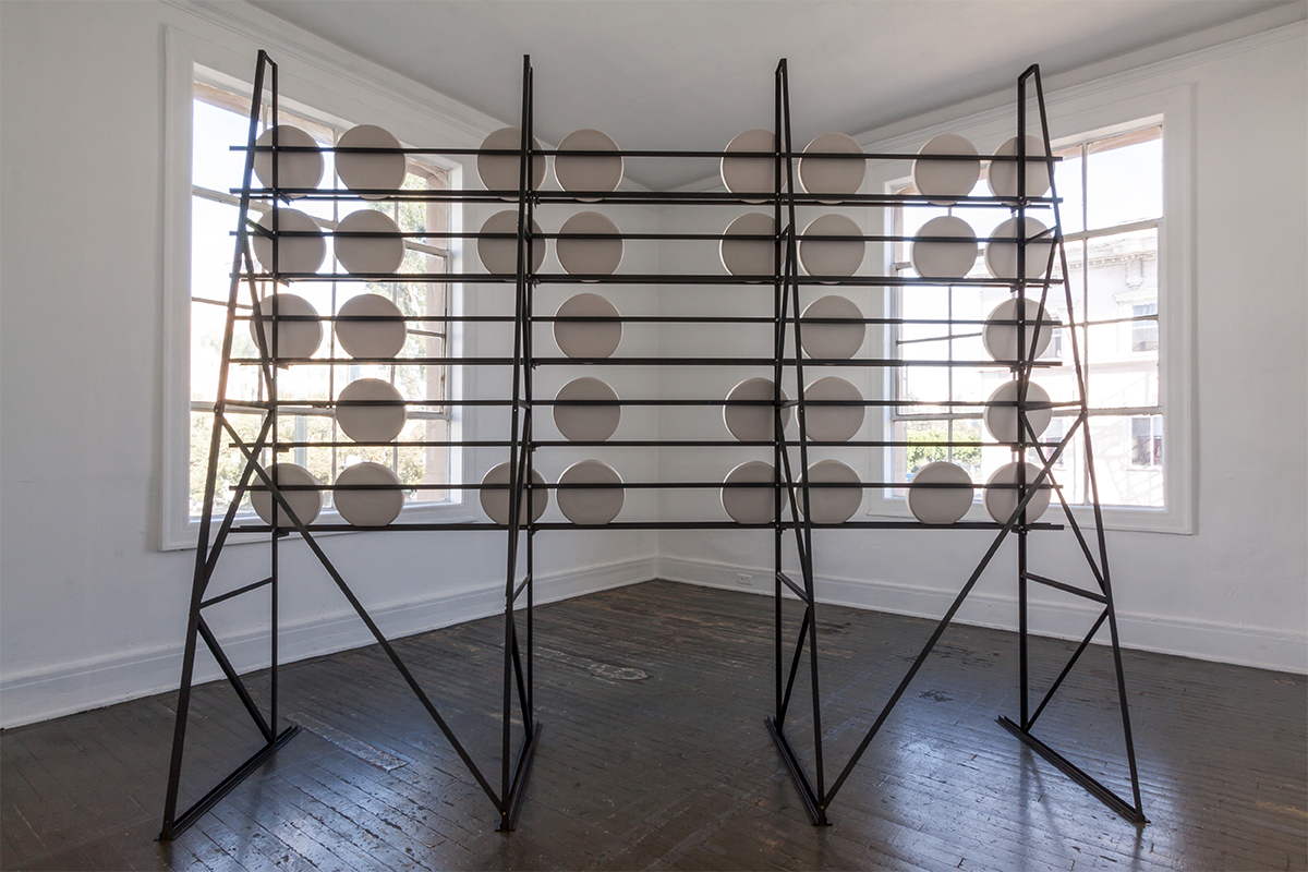 Jimena Sarno, taracatá trabaja, 2018. Sculpture and sound installation. Director of Photography and camera by Alison Kelly. Still photograph by Devon Tsuno and Jimena Sarno.
