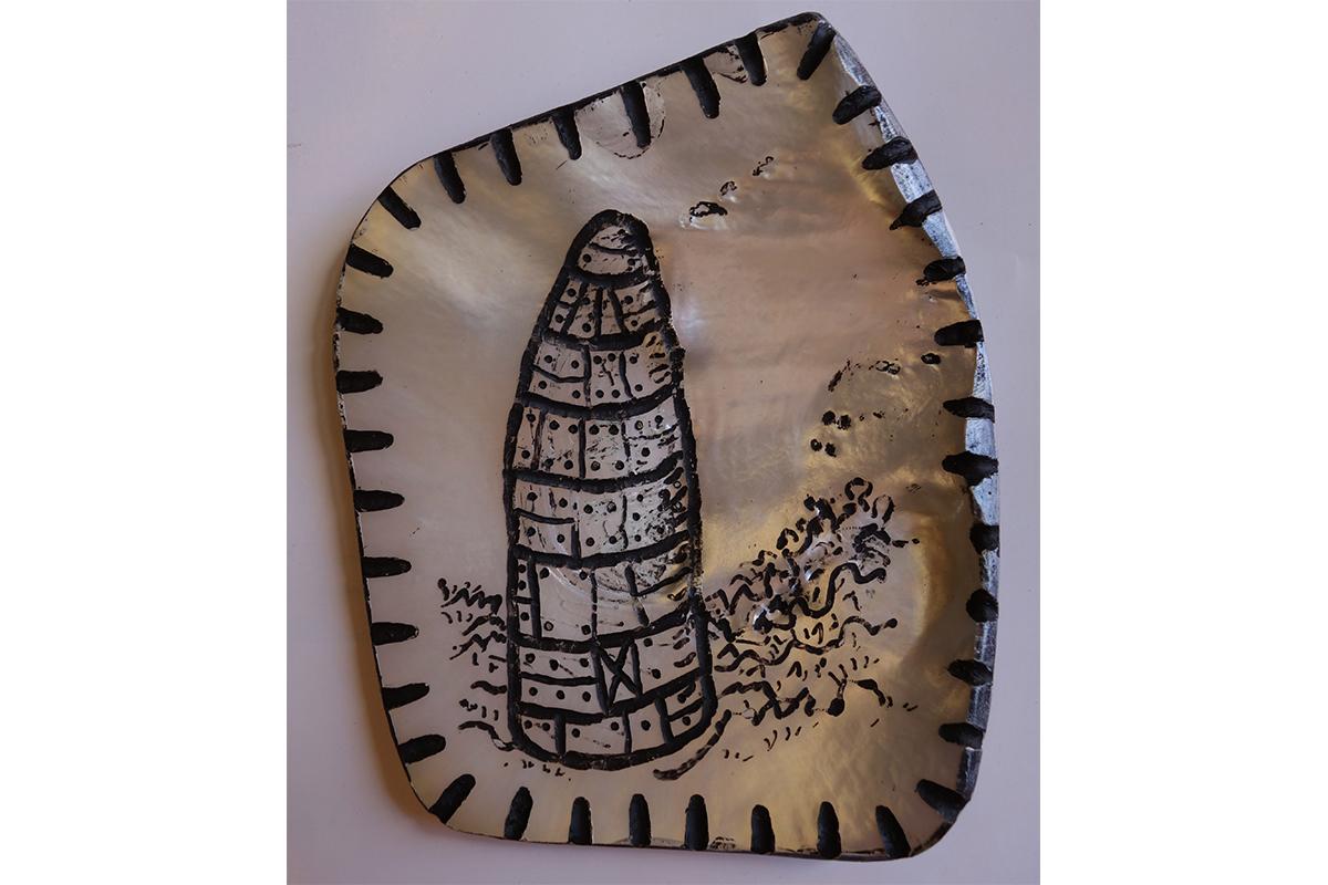 Stephen Eastaugh, SHELL 20, 2015. Pearl shell (Pinctada Maxima), acrylic. 15 x 12 cm. Courtesy of the artist.