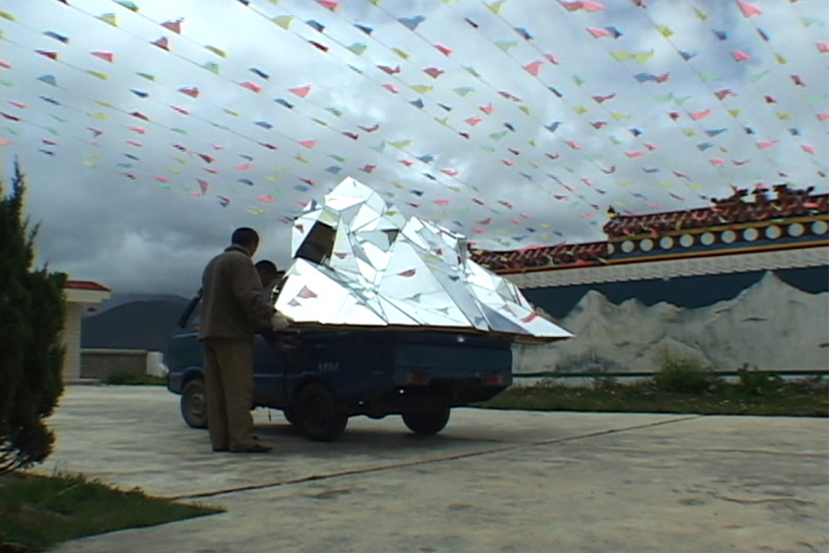 Patty Chang, Shangri-La, 2005. Video still. Variable dimensions. Courtesy of the artist.