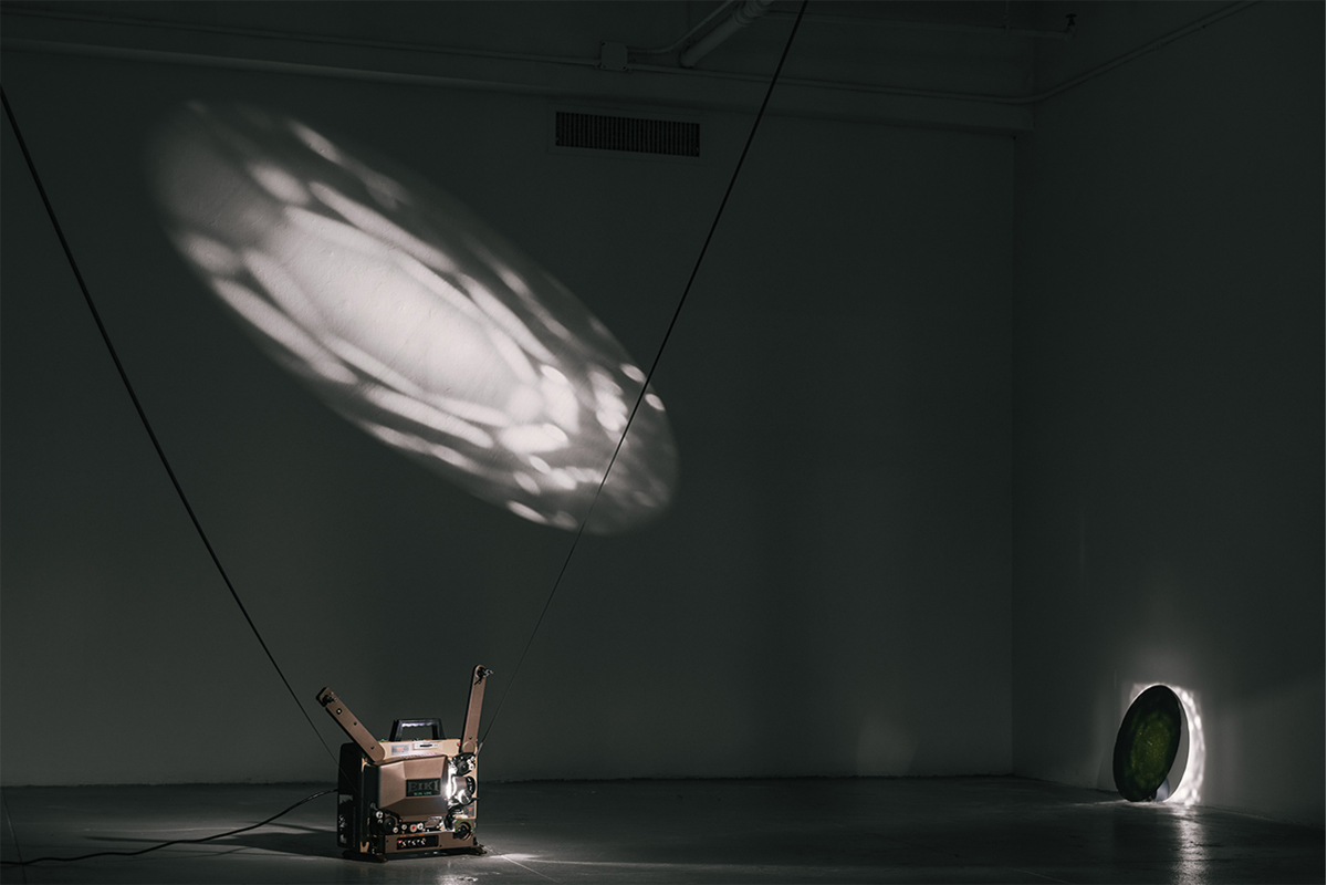 Nung-Hsin Hu, Eternal Return, 2019. Arctic sunlight 16mm film loop, 16mm analogue projector, a round mirror. Size variable. EFA (The Elizabeth Foundation for the Arts) Project Space, New York. Photo by Kuo-heng Huang. Courtesy of the Artist.